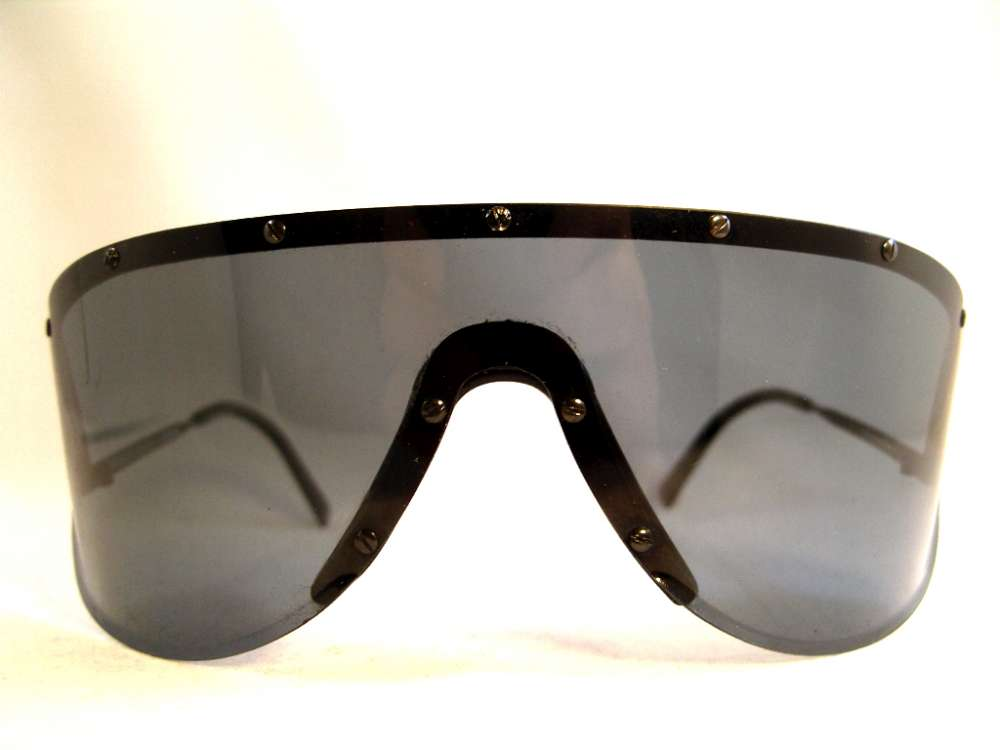 5c0f5b7abe1 Dark gray polarizing lenses. Made in Austria in the 80s. You might have  seen these or the bigger brother 5620 on Yoko Ono